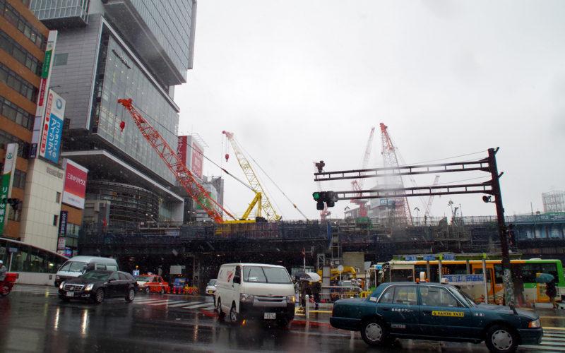 11月に雪の渋谷ストリーム建設現場